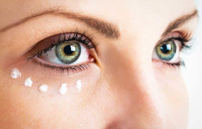 krim pencerah kantung mata