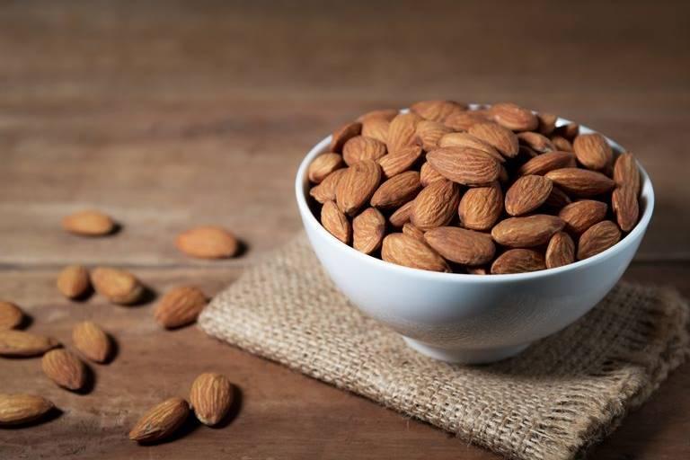 almond camilan untuk penderita diabetes